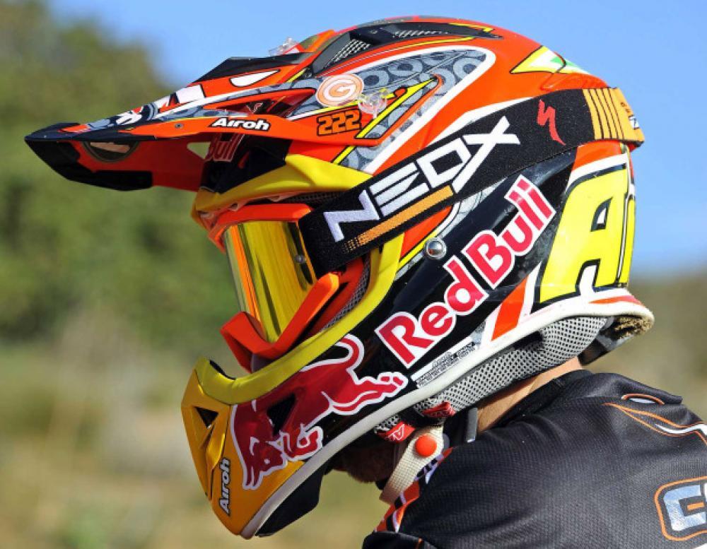 reputable site de9d8 9c41f Tony Cairoli presenta la sua maschera Neox - Motociclismo