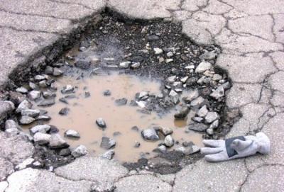 Buche sulle strade: rischi, responsabilità, soluzioni, consigli