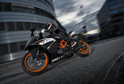 KTM RC 125: azione e sound della piccola sportiva arancione