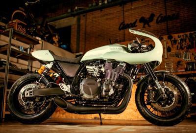 Nuove special Yamaha XJR1300 café racer e SR400 flat track