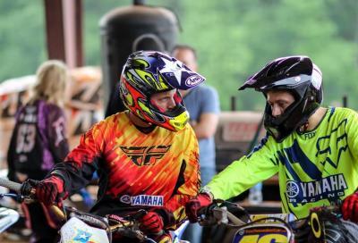 Rossi ed Edwards si divertono al Boot Camp con moto, auto e… armi
