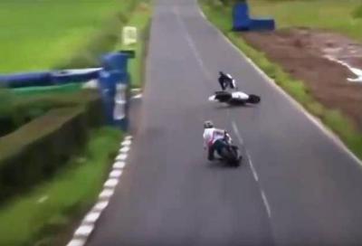 Terribile schianto per Guy Martin all'Ulster GP 2015, ecco il video
