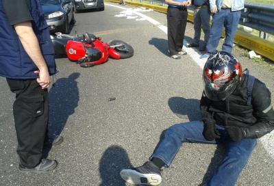 (Quasi) incolume grazie al guard rail salva motociclisti