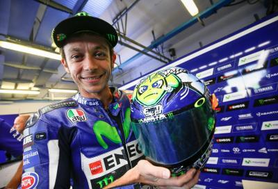 Il casco di Rossi per Misano 2015: vita dura nell'oceano della MotoGP...