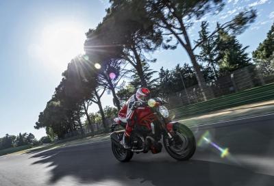 Ducati Monster 1200 R: il video, le foto dinamiche e gli accessori