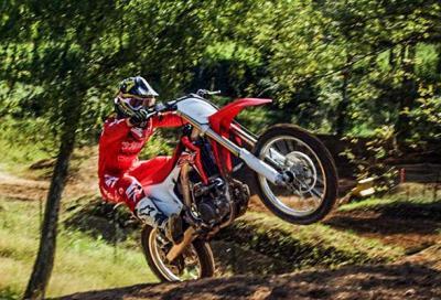 Motocross: le Honda CRF2016 in 4 video