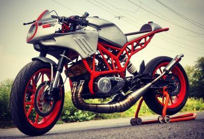 Motore Yamaha RD350, telaio KTM Duke: ecco la special dell'anno
