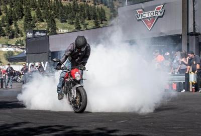 Victory Stunt Team: acrobazie con l'elettrica Empulse TT
