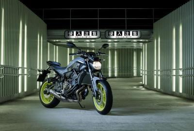 Yamaha MT-07: nuova livrea Night Fluo, anche per la versione Moto Cage