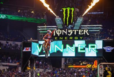 AMA Supercross 2016: vittoria n° 7 per Dungey dopo la lotta con Roczen