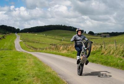Impennate da record: Lampkin su una ruota per tutti i 60 km del TT!