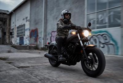 La nuova bobber Honda CMX500 Rebel in azione