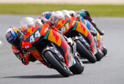 """Onda """"Arancio"""" in Moto2: doppietta KTM con Oliveira 1° e Binder 2°"""