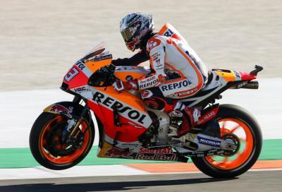 Marquez cade ma centra la pole Valenciana. Bene Iannone, Dovi 9°