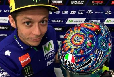 """Valentino Rossi ai test di Sepang con un casco """"messicano"""""""