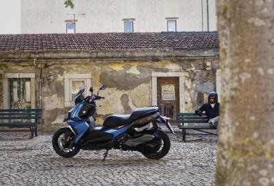 BMW C 400 X: in sella, sempre connessi