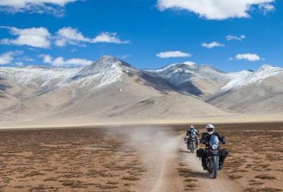 Royal Enfield Himalayan: in azione su asfalto, sabbia e pietra