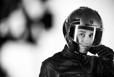 Johann Zarco presenta il casco modulare Shark Evo-One 2