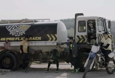 Rossi e i piloti della VR46 Academy sfidano il cattivo di Avengers