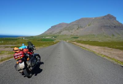 La terra magica: storia di un viaggio in Islanda