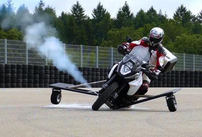 Bosch inventa la moto che non cade grazie al gas