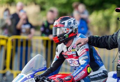 Moto contro auto al TT: grave Steve Mercer