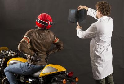 Mal di schiena in moto? I consigli del medico