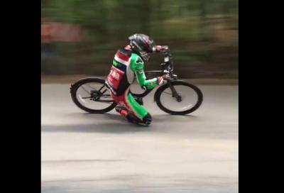 Scott Redding, ginocchio a terra… in bicicletta!