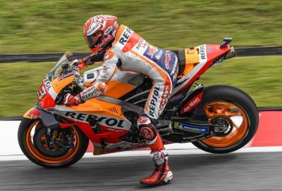 La pioggia non ferma Marquez: pole in Malesia. Rossi terzo