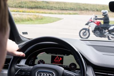 Ducati presenta la tecnologia di comunicazione tra auto e moto