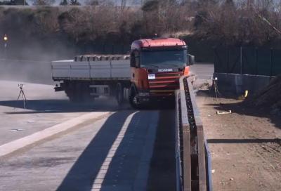 Il crash test dei guard rail salva motociclisti