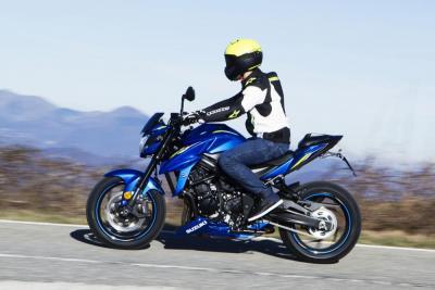 In azione con la Suzuki GSX-S750 Yugen Carbon