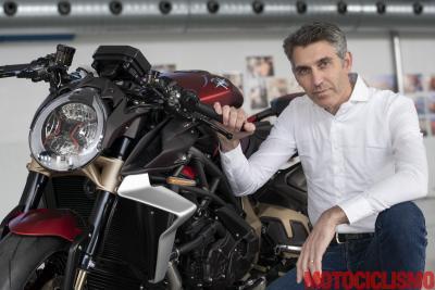 """La Brutale 1000 Serie Oro è una supersportiva senza carene"""