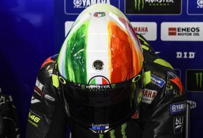 Rossi al Mugello con uno speciale casco tricolore
