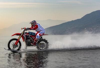 Record mondiale di velocità su acqua con una CRF 450R