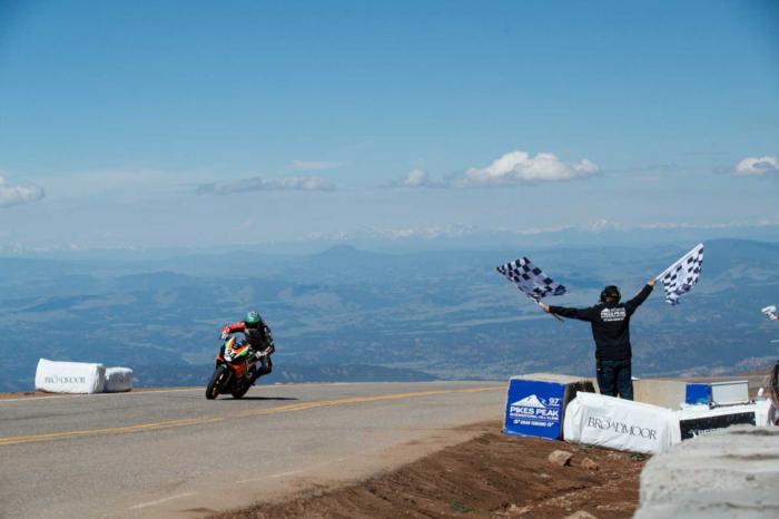 Pikes Peak: si pensa di escludere le moto