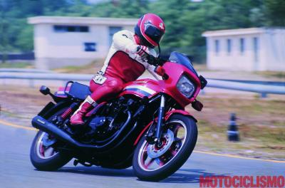 Kawasaki GPz 1100: ciao ciao carburatore