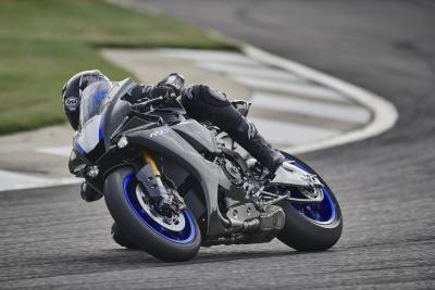 In pista con la nuova Yamaha R1 2020
