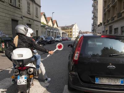 Vigili in borghese anti-smartphone in azione anche a Como