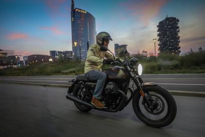 Moto Guzzi V7 III Night Pack, Aquila notturna