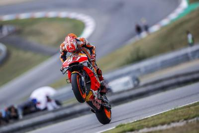 Marquez vince e eguaglia Hailwood a Brno, le Ducati completano il podio