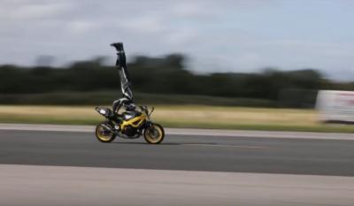 Il record del mondo di velocità in verticale su una moto