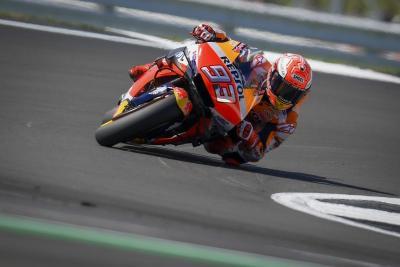 Marquez irraggiungibile a Silverstone. Valentino Rossi 2°
