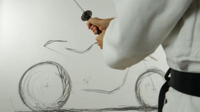 Con la matita e la spada, il video della Suzuki Katana