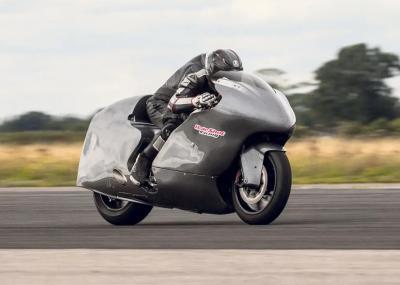 Guy Martin in moto a 436 km/h, ma non gli basta...
