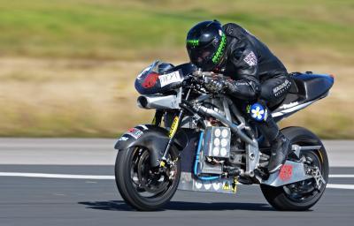 Quattro nuovi record di velocità per una moto elettrica
