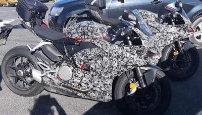 Nuove foto spia della Ducati Panigale 959 2020