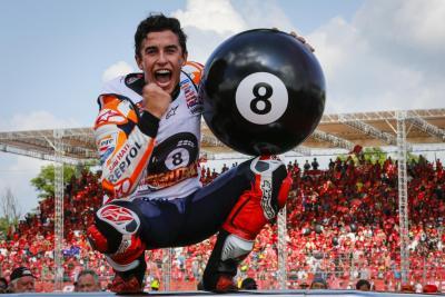 Marc Marquez #8ball, le foto dei festeggiamenti dell'ottavo titolo mondiale