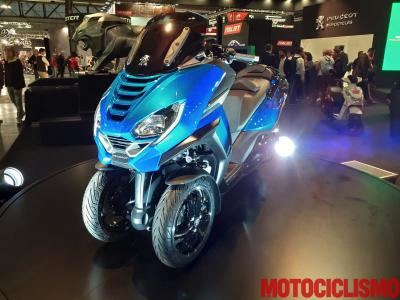 """Peugeot Metropolis RS Concept, lo """"scooter automobilistico"""""""