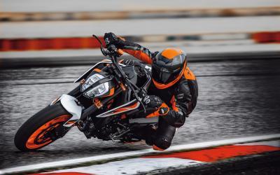 Dalla KTM 790 Duke nasce la più performante 890 Duke R 2020